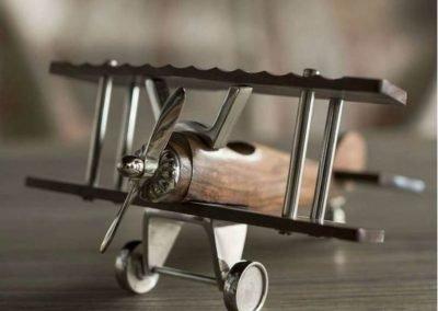 Aeroplano de madera mediano con detalles metal