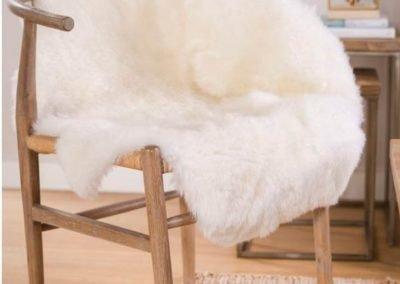 Cuero de lana blanco